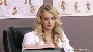 Natalia starr baise avec son assistant dans son bureau