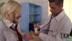 Kiara lord torturee par un docteuré pervers