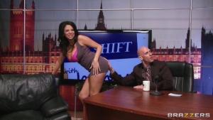 Missy martinez dans un plan cul intense dans le bureau