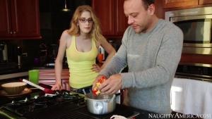 Allie james prend un cours particulier de cuisine