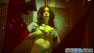 Belle noire se transforme en stripteaseuse experimentee
