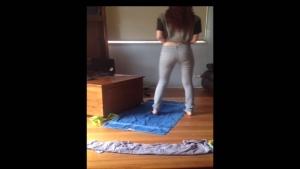 Brittany fait pipi dans son jeans pour le fun