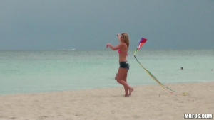 Sammi st clair baisee apres avoir vu la plage
