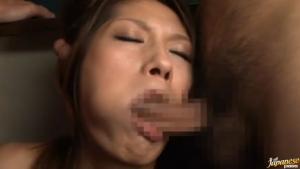 Bal masqué qui se termine par un gang bang à trois avec cette pute asiatique de Rina Fujimoto