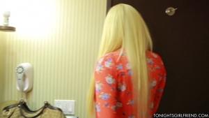 Une grosse queue pour savourer le gros cul de la blonde