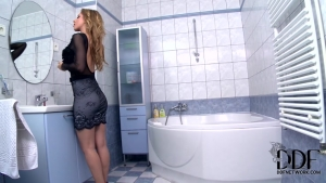 Melanie gold pleased that guy in the shower