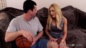 Amy brooke adore se faire sodomiser par son mec basketteur