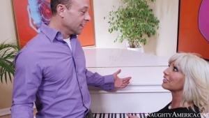 Tara holiday baisée par son prof de piano