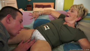 Sextrem Hot Mom Young Boy  p