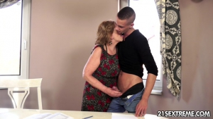 Sextrem Hot Mom Young Boy