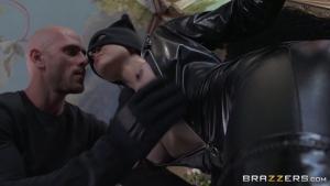 Cytherea il baise sauvagement la super heros aux gros nichons