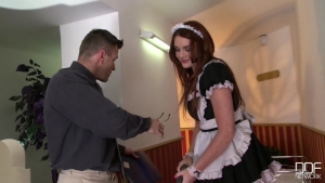 Emma leigh au tour de s'occuper du patron