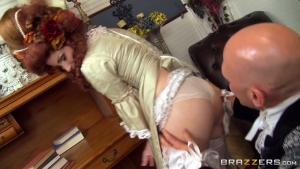 La belle aristocrate rousse se fait déboiter par le marquis dans le salon luxueux