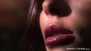 Madison ivy du sperme sur son beau visage