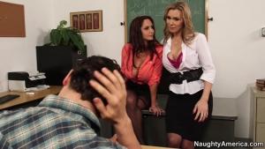 Ava addams et tanya tate deux profs chaudes allume ce jeune étudiant