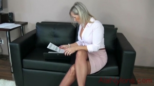 AlanaNylons Mature lady in Nylons