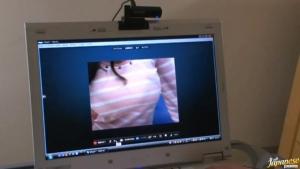 Ruri Saijo est une chaude allumeuse qui use de son temps libre pour faire bander via sa webcam