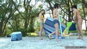 Une journée agréable avec des salopes à la plage