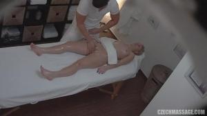 Massage ultra sexe filmé en camera porno cachée