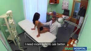 Misha baisée par un doc pervers, le tout filmé en caméra cachée