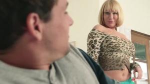 Mellanie Monroe, une blonde mature qui encore toute la gourmandise sexuelle d'une vraie salope