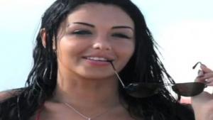 Nabilla Nue devant sa webcam