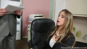 Rachel roxxx se fait surprendre dans son bureau