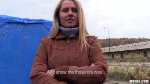 Zuzana jeune hongroise draguée dans la rue