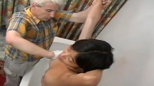 Video porno gratuite HD de Korean German Young Girl Gets Shaved pussy fucked ass fucked by old man The Front Page of Porn