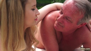 Video porno gratuite HD de Old young porn in a fantasy fuck outdoor with cumshot and sucking cock The Front Page of Porn