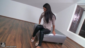 Vivien Bell a Latina size for sex
