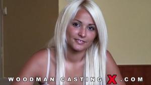 Lana Slader une femme mûre qui se fait saccager dans tous les trous dans un gang bang