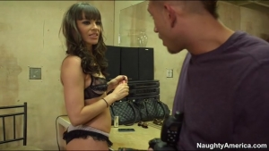 Dana dearmond prise par l anus pendant sa scéane photos