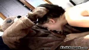 Sasha Grey se fait enculer brutalement par un marteau piqueur black