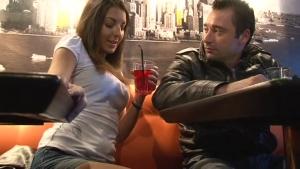Deux gagistes baisent une jeune beurette bonne suceuse