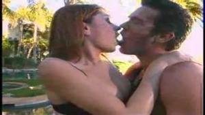 Luna Lane baise presque romantique en exterieur