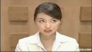 Une journaliste nippone se fait déverser le sperme sur le visage par un groupe de pervers