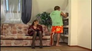 Il baise avec sa tante !!