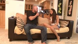 Layla une belle beurette niquée sur le divan