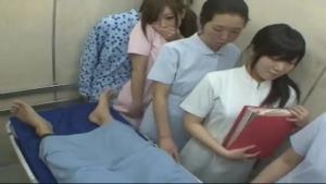 Jeune infirmiere se fait defoncer par un de ses patients