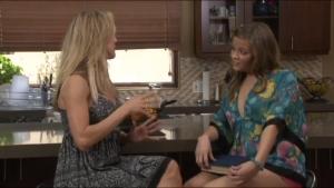 Brandy Love et Ashlyn Leigh se gouinent dans la chambre