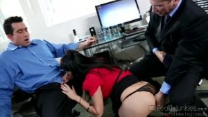 Eva Karera la secrétaire sulfureuse démontée au bureau