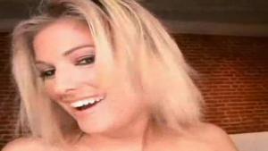 Faith Delucas blondinette chaude comme un radiateur