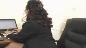 Femme sexy au travail dans tout ses états