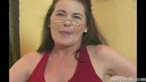 Je mate ma femme bien chaude se faire pilonner la chatte par une grosse bite comme dans les films pornos