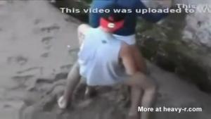 Baise sauvage a la plage