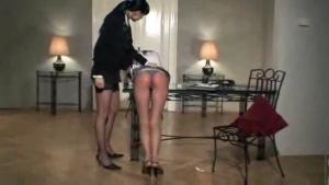 Baise fetish entre deux belles étudiantes lesbiennes aux vagins pulpeux