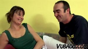 Couple d'adulte baisent dans une vidéo amateur