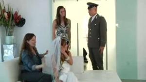 Melanie Rios en femme de mariée baise avec un militaire