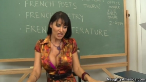 Eva Karera une prof de francais qui motive son eleve en le sucant